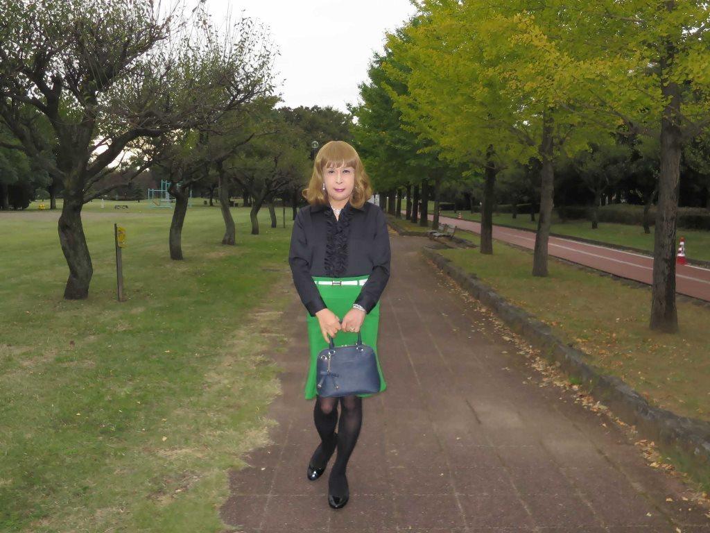 黒ブラウス緑マーメイドスカートA(5)