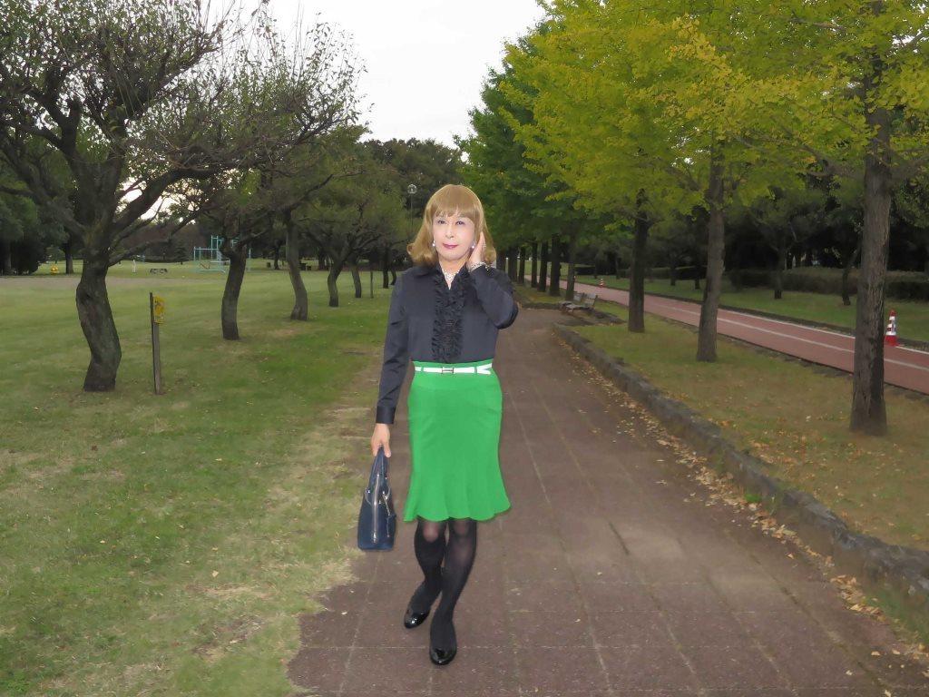 黒ブラウス緑マーメイドスカートA(6)