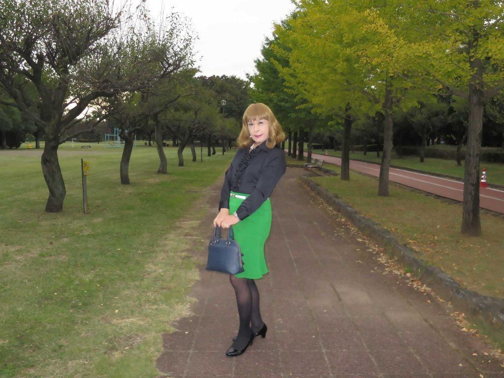 黒ブラウス緑マーメイドスカートA(7)