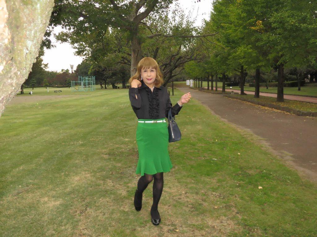 黒ブラウス緑マーメイドスカートB(5)