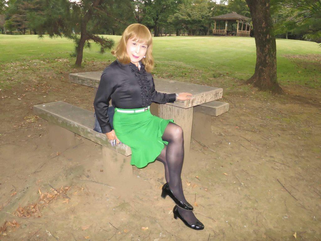 黒ブラウス緑マーメイドスカートC(3)