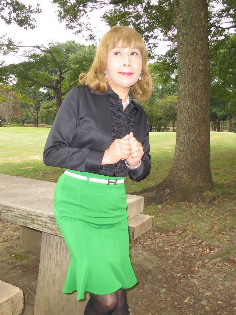 黒ブラウス緑マーメイドスカートD(1)