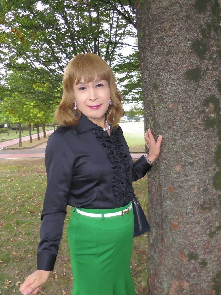 黒ブラウス緑マーメイドスカートD(3)
