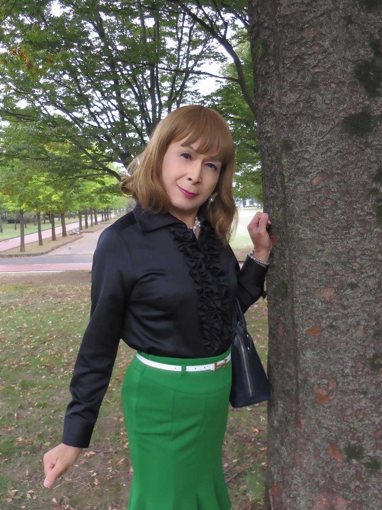 黒ブラウス緑マーメイドスカートD(5)