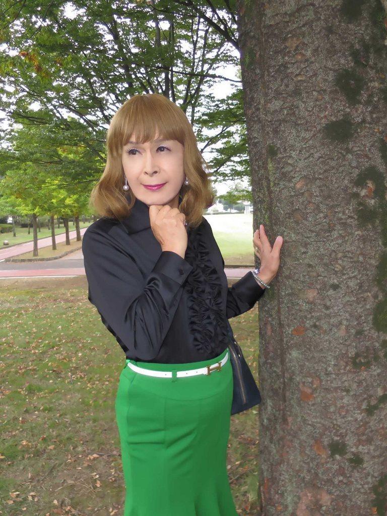 黒ブラウス緑マーメイドスカートD(2)