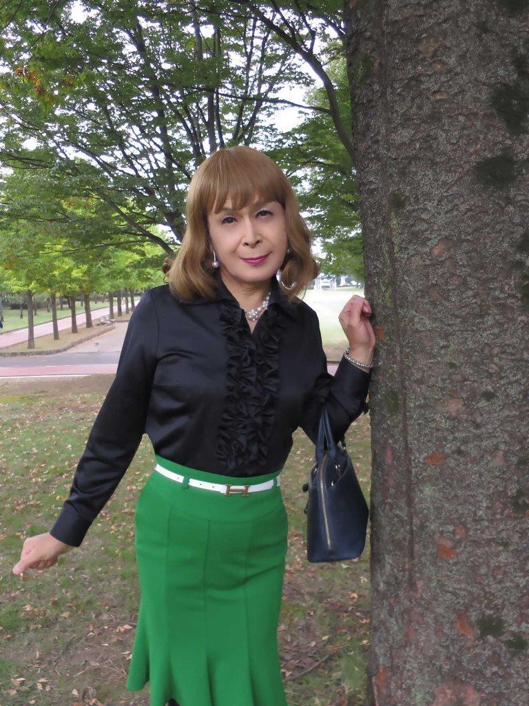 黒ブラウス緑マーメイドスカートD(6)