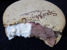 シュプールモンシェールクッキーサンドショコラ&フランボワーズ