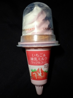 いちご&練乳ミルクワッフルコーン
