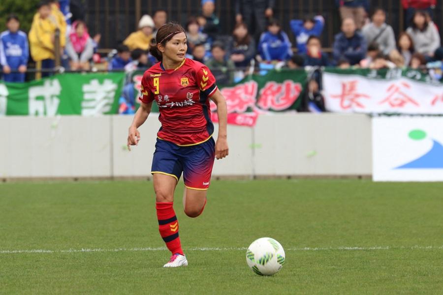 秋田開催を楽しみにしていた川澄奈穂美が、クロスのタイミングを計る。