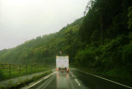 雨の道路web