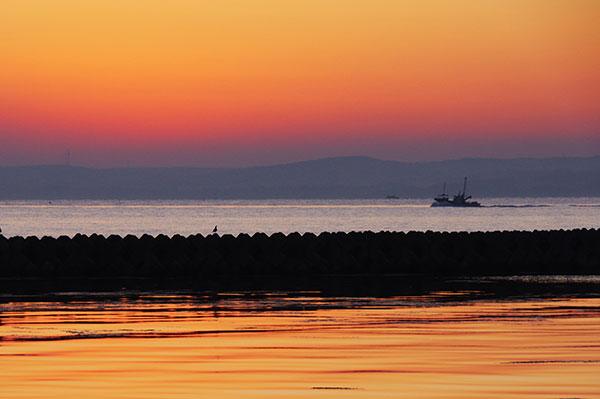陸奥湾の夜明け