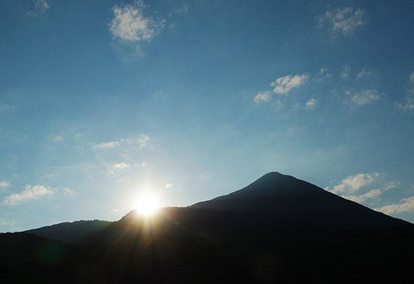 朝日と磐梯山
