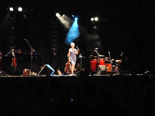 JoanBaez2015-07-14ZeltmusikfestivalFreiburgGermany20(1).jpg