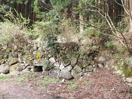 028麓の畑の石垣、暗きょ排水