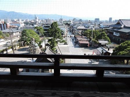 013善光寺山門二階から鳥居を望む2016年4月