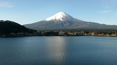 31の3河口湖「湖山亭うぶや」から見た富士山2016年4月
