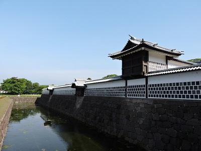 金沢城見学橋詰門から堀を望む(2016年5月21日) 008