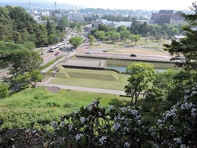 金沢城見学本丸巽櫓から21世紀美術館を臨む2(2016年5月21日) 017