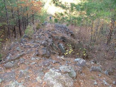 熊川城竪土塁石垣