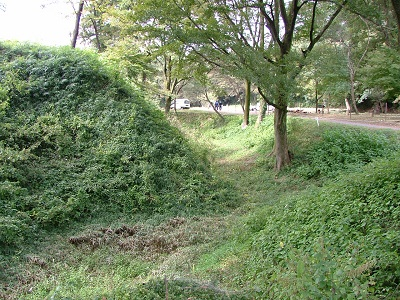 ⑥2011年11月城の会研修関東の旅(菅谷館跡1) (1)
