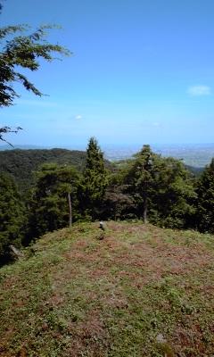 8三峰城本丸から福井平野を望む
