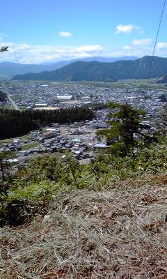 10村岡山城から勝山市街を望む