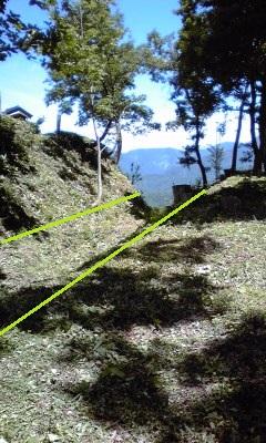 12村岡山城本丸の堀
