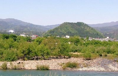 14村岡山城遠望(南から)