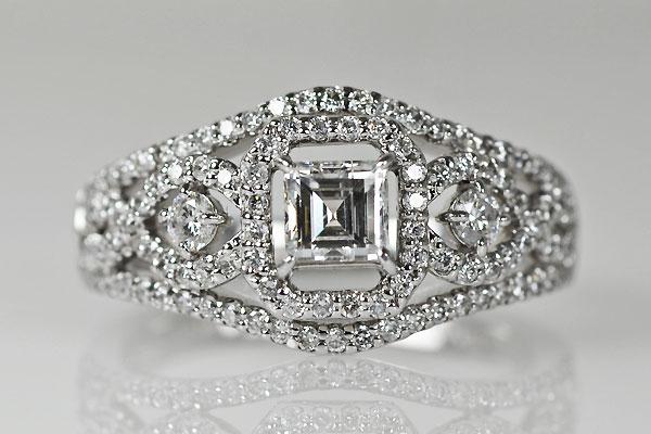 Pt900製プラチナスクエアステップカットダイアモンドエンゲージ婚約指輪デザインリング