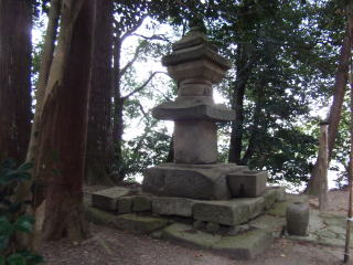 長寿寺石造多宝塔