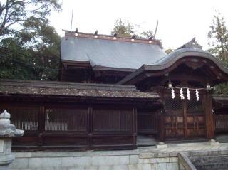 豊満神社中門・幣殿・本殿