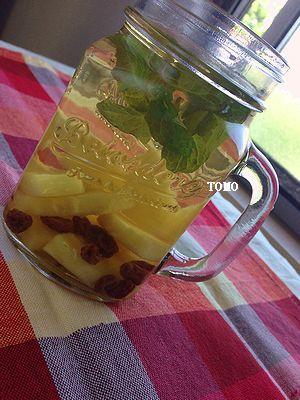 パイナップル缶とレーズンのサワージュース
