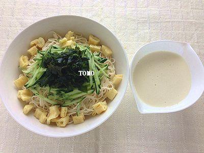 豆腐ソースのきゅうりとワカメの素麺