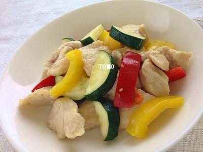 パプリカとズッキーニの鶏肉の炒め物
