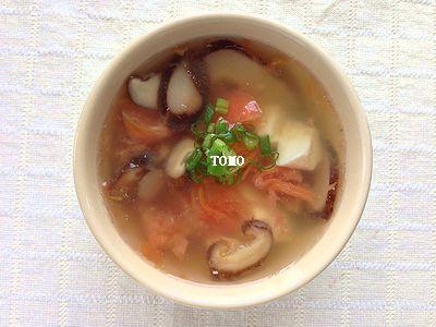 干しシイタケとトマトの中華スープ