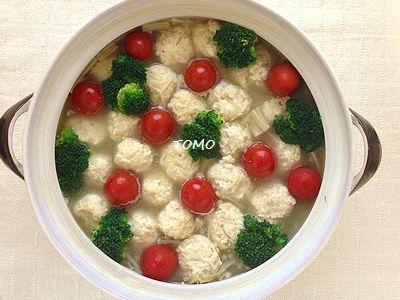 鶏肉団子とブロッコリーのフォトジェニック鍋