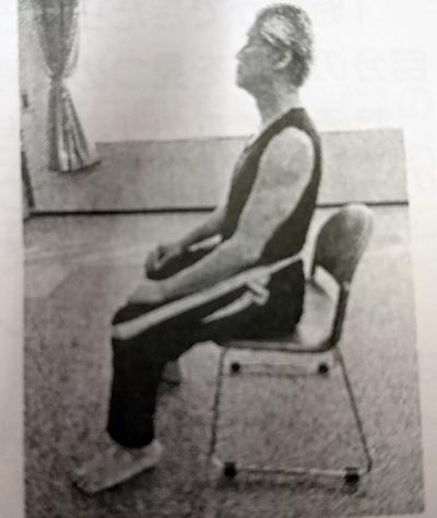DSC_0843椅子に座る