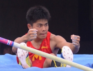 160526-1男子棒高跳び_035