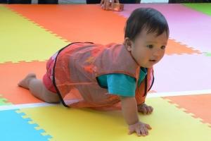 161010赤ちゃんハイハイ選手権02