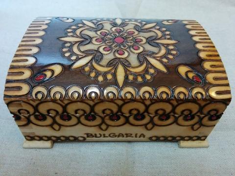 ブルガリア製ハンドメイド ピログラフィア技法の木箱1