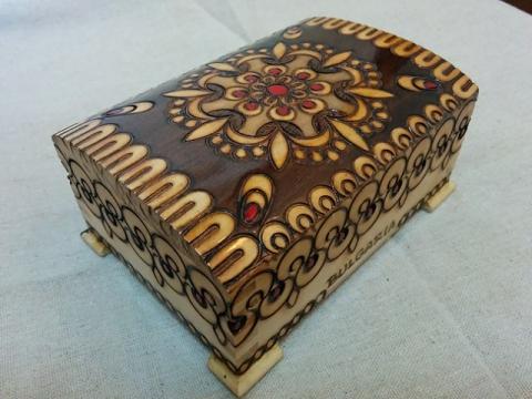 ブルガリア製ハンドメイド ピログラフィア技法の木箱3