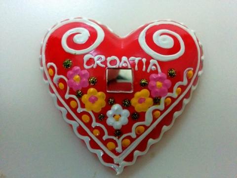 クロアチア製ザグレブの伝統工芸品ハート型のマグネット1