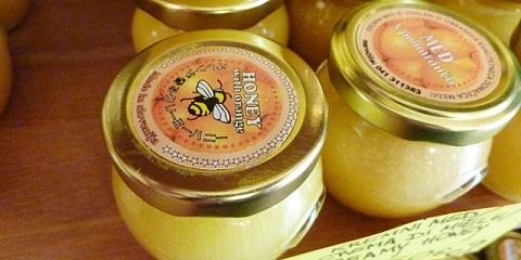 スロヴェニアのハチミツ店