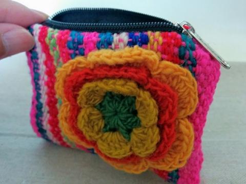 ペルー製毛糸のミニポーチ1