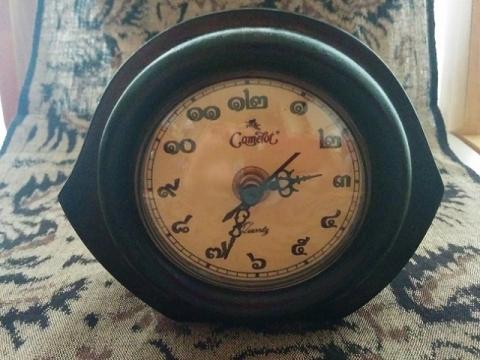 タイのキャメロット製置時計1