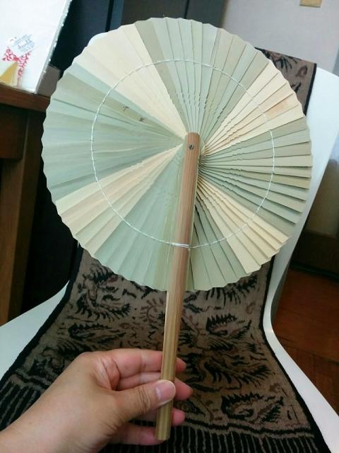 タイ製折りたたみバンブーうちわ1