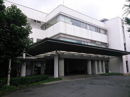 入間市健康福祉センター玄関