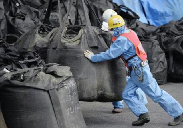 狂気が進む【放射能王国日本】公共工事で除染土を再利用へ!全国の道路、防潮堤に!土が汚れたら水も汚染さ