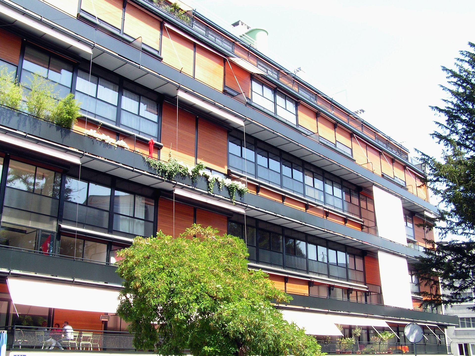 Geneve_immeuble_Clarte_2011-08-02_13_55_36_PICT3664.jpg