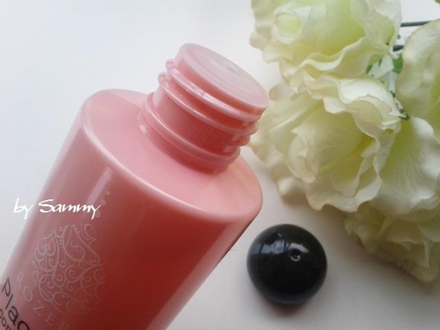 ROZEBE(ロゼベ)薬用美白化粧水 出し口
